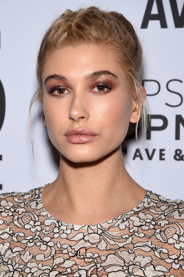 2014_November_Hailey Baldwin with dark brows