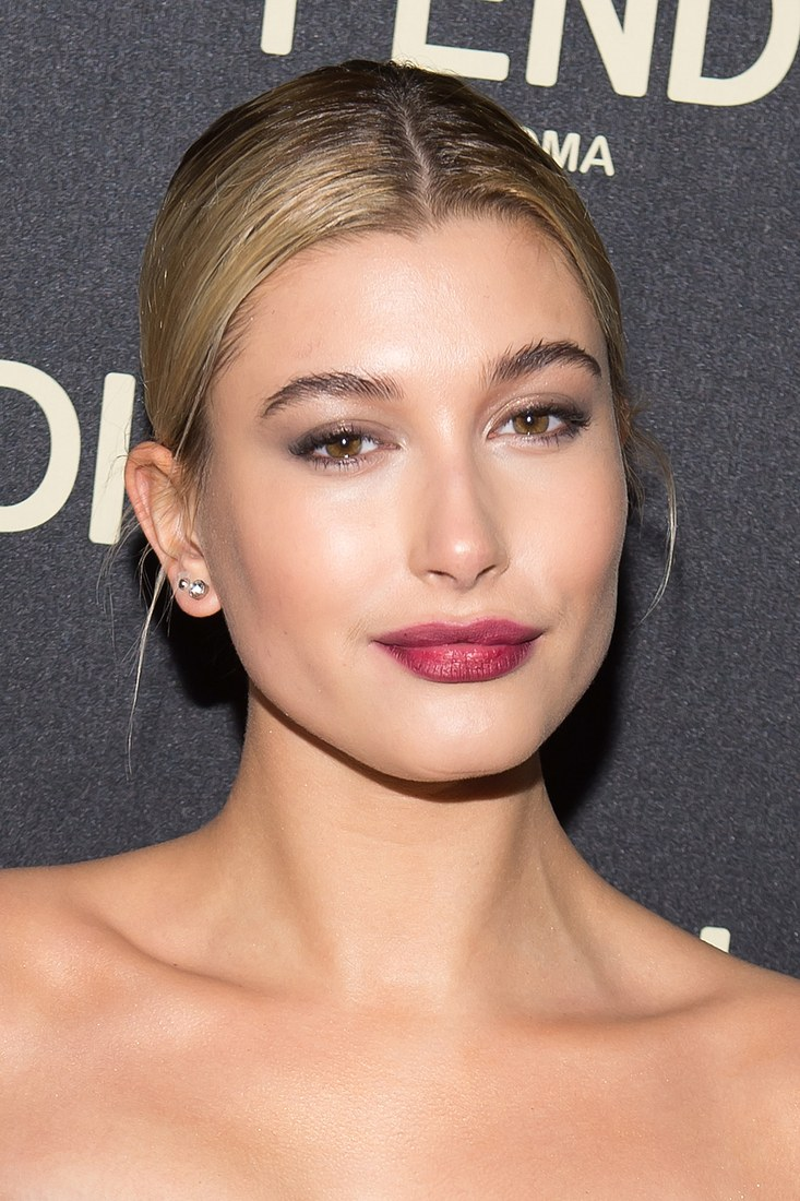 2015_February_Hailey Baldwin with red lipstick on
