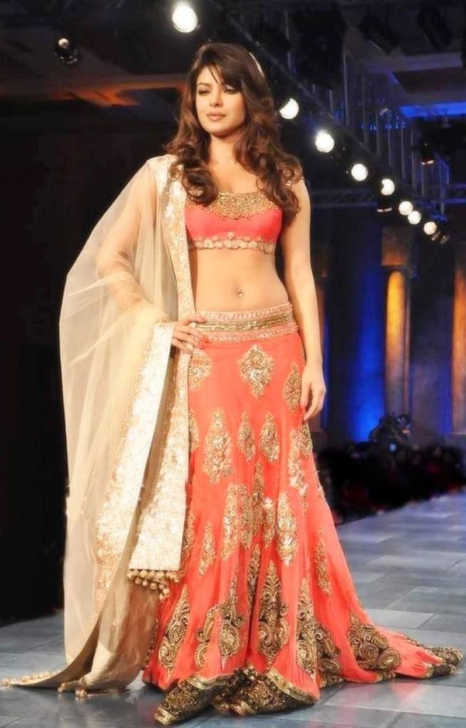 Priyanka Chopra belly-button piercing