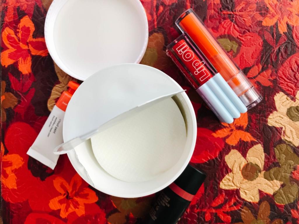 PHA exfoliating pads for sensitive skin